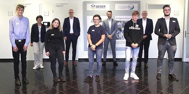 (V. l): M. Vogt, C. Conrad (Geschäftsführung KDS), D. Yavuz, T. Braun (Geschäftsf. Gesellschafter), M. Nejedli, A. Geiger (Geschäftsf. Gesellschafter), J. Settele, U. Geiger (Geschäftsf. Gesellschafter), L. Hörburger. Bilder: Geiger Facility Management